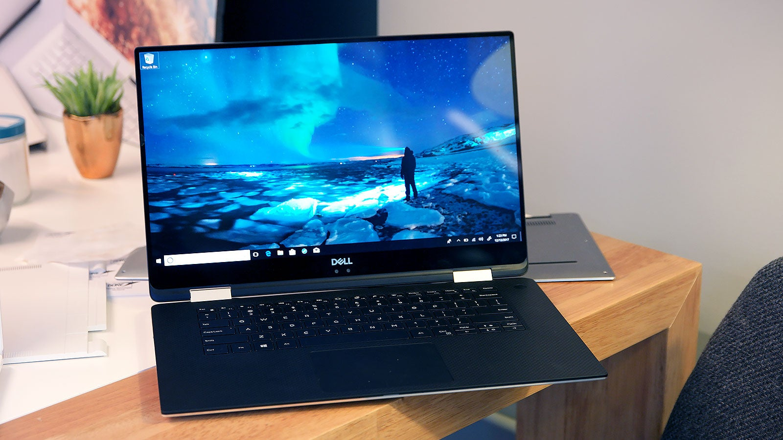 ces 2018 dells xps 15 2in1 wants to be the anti