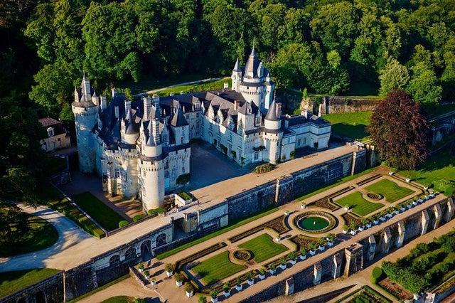 """Chiêm ngưỡng vẻ đẹp của tòa lâu đài của """"nàng công chúa ngủ trong rừng"""""""
