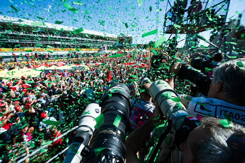 Illustration for article titled A Look Inside The Closed World Of Photographing A Formula One Race