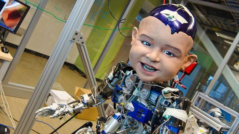 Illustration for article titled Este robot nos ha ayudado a entender por qué sonríen los bebés: para manipularte