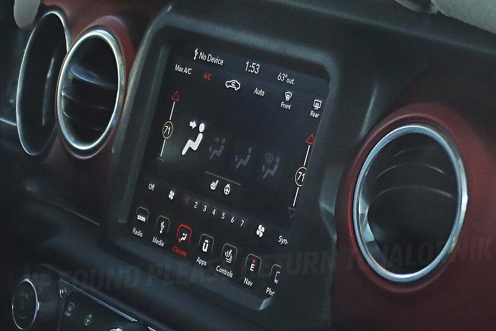 Top L'intérieur de la Jeep Wrangler de 2018 en fait l'air  RE41