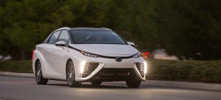 Illustration for article titled Toyota Mirai Goes 312 Miles Before Having To Hunt For A Hydrogen Station
