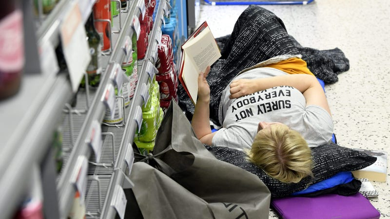 Illustration for article titled Customers slept over at Helsinki supermarket to escape heat wave