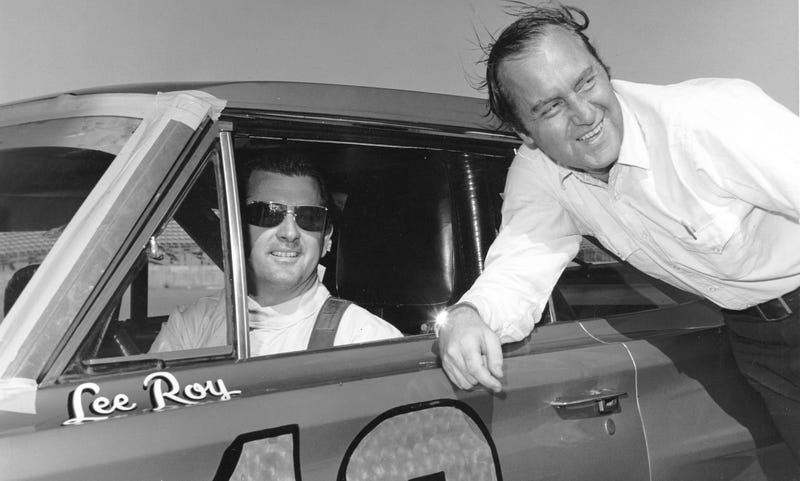 Yates, at right, with driver LeeRoy Yarbrough at the 1966 Daytona 500. Photo credit Getty Images