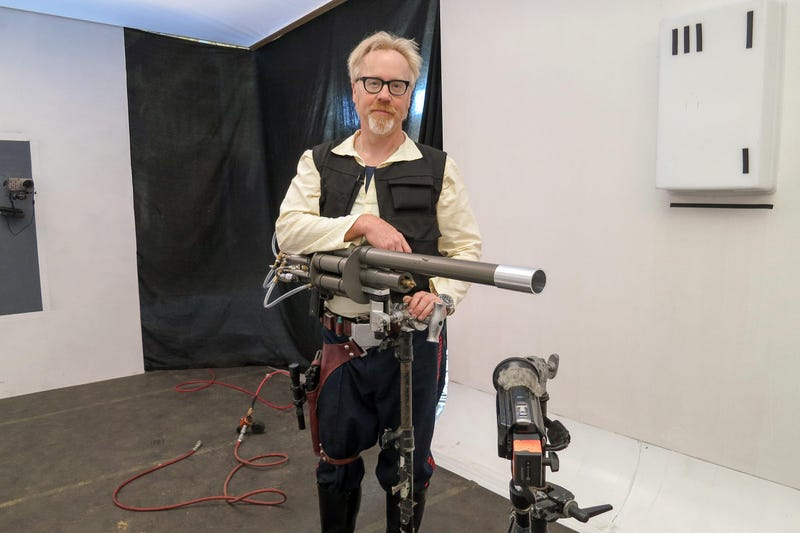Illustration for article titled The Mythbusters Play With Lasers In Their Latest Star Wars Episode