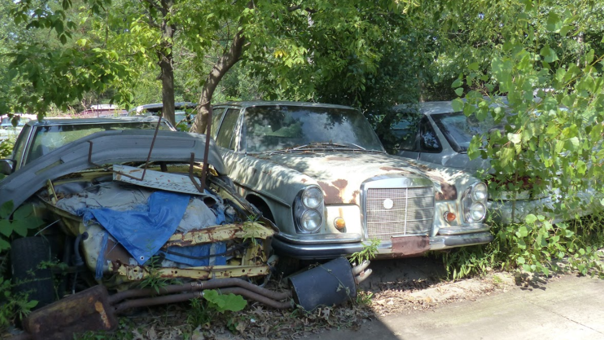 A Michigan Town Is Forcing This Man To Sell 20 Old Cars Off His ...