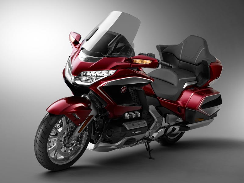 Illustration for article titled The 2018 Honda Gold Wing Is Lighter And So High Tech It Has Apple CarPlay