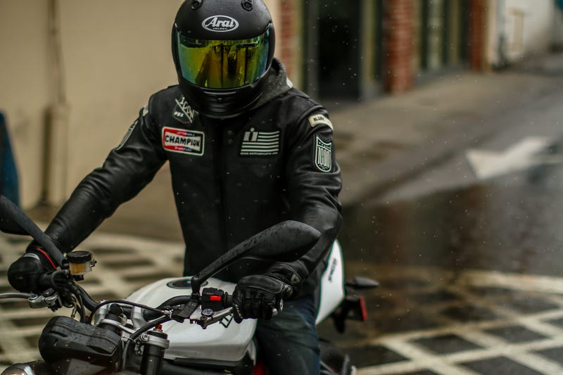 How to ride in the rain without crashing or being miserable for Motor cycle without gear