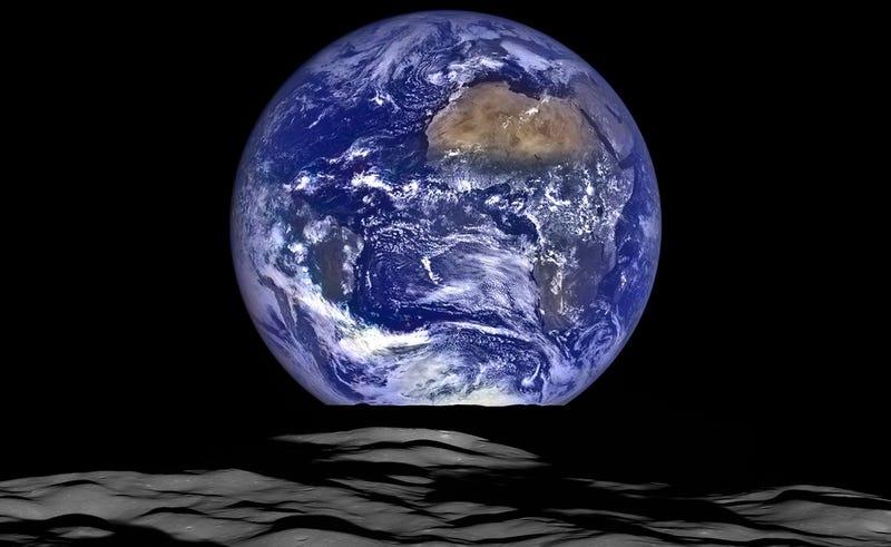 Illustration for article titled La NASA publica una imagen de la Tierra vista desde la Luna, y es un wallpaper perfecto