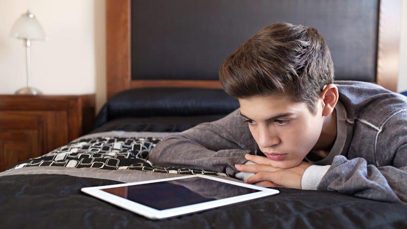 Illustration for article titled Solo uno de cada tres adolescentes sabe distinguir entre resultados y anuncios de Google
