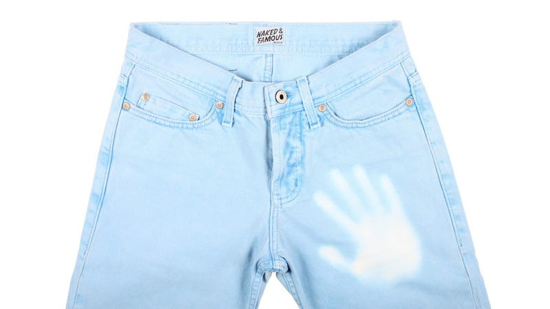 Illustration for article titled Awesome Thermochromic Jeans Changes Colors with Heat