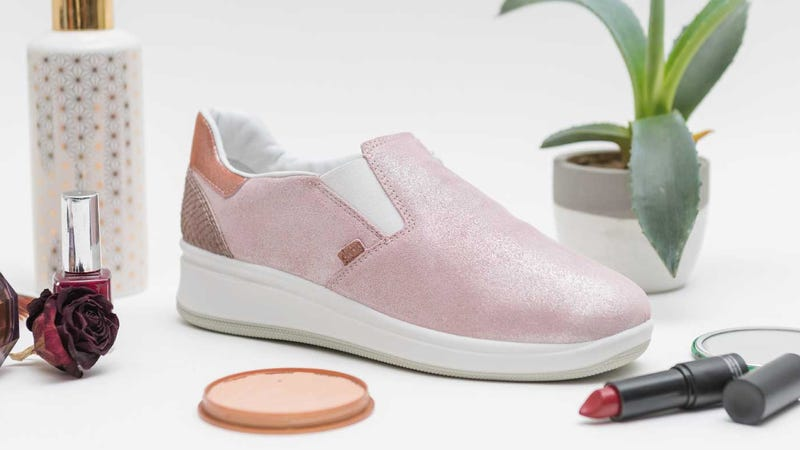 Smart shoes from a company called E-Vone will let loved ones know when grandma or grandpa falls.