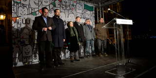 Illustration for article titled Frau Bundeskanzlerin, das ist ein Witz! – avagy így ne tüntess Orbán ellen