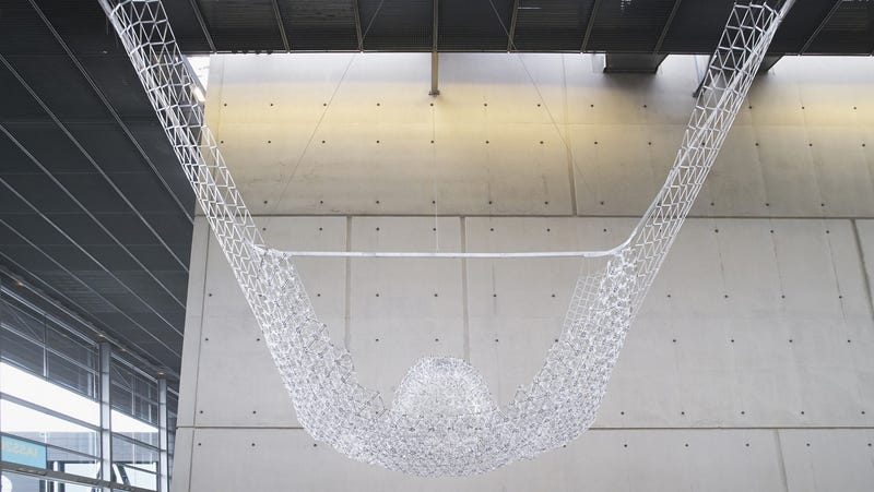Illustration for article titled 10,000 BIC Pens Were Repurposed Into This Sculpture
