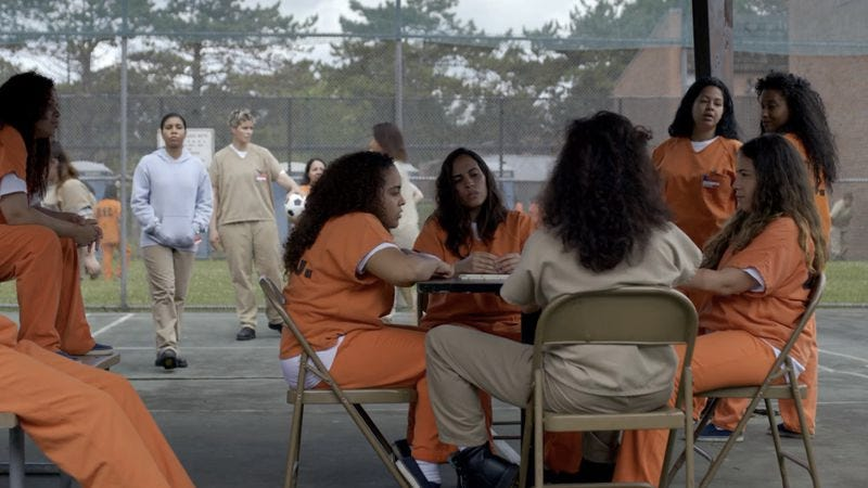Illustration for article titled Overcrowding brings new dynamics of race & class to OITNB
