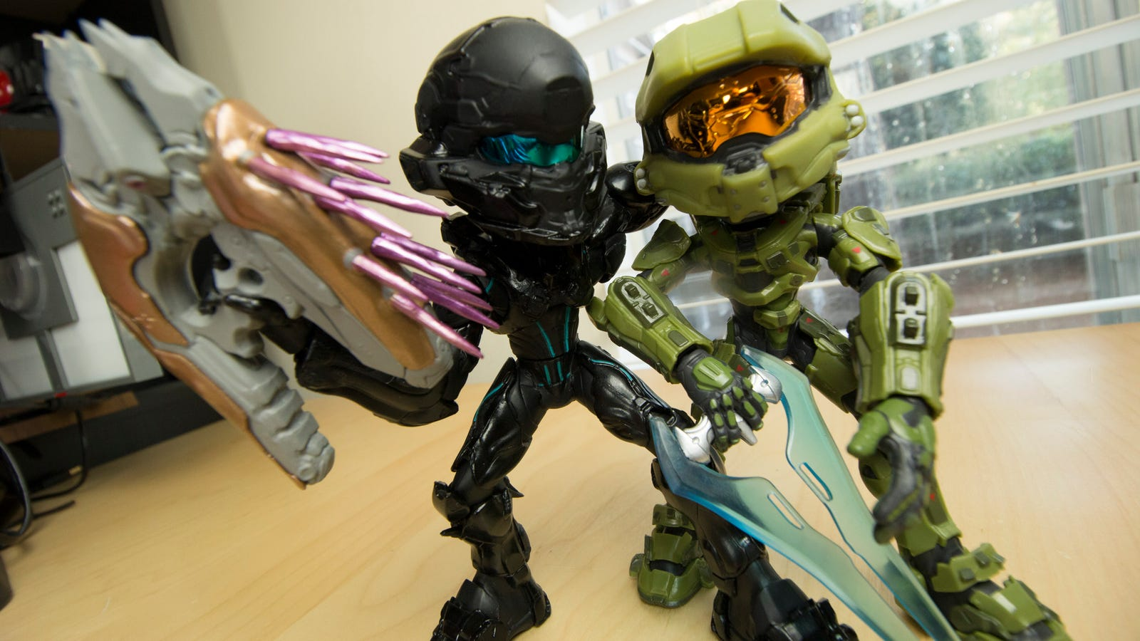 Big-Headed Master Chief And Locke Say Hey