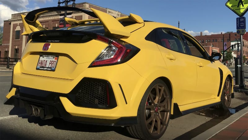 Illustration for article titled The Only Phoenix Yellow 2018 Honda Civic Type R Looks Strikingly Sharp