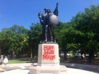 A Confederate statue in White Point Garden in Charleston, S.C.Twitter/Philip Weiss