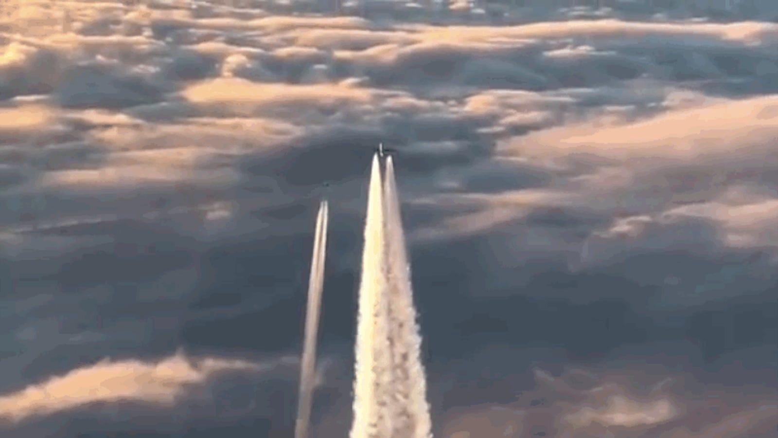 Así es como dos cazas interceptan un Boeing 777 que perdió el contacto con tierra