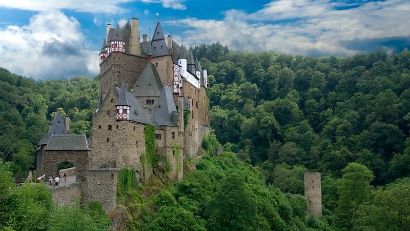 Wonderful Castles And Mansions That Are Haunted By Tragic