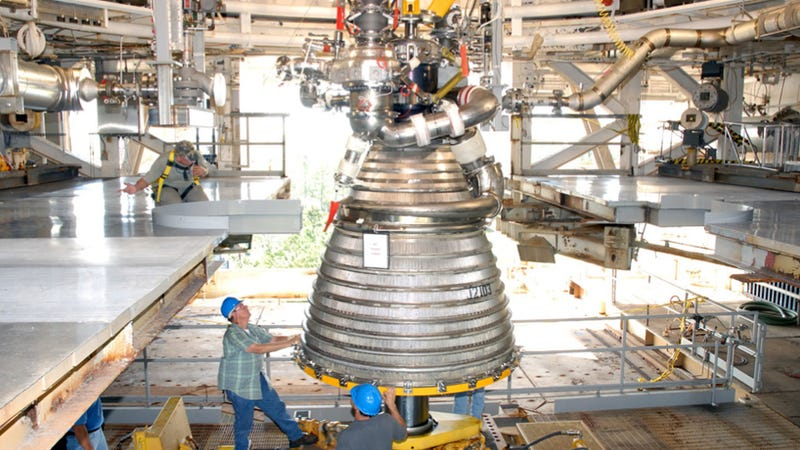 Illustration for article titled NASA is testing the rocket engines that will take us back to the Moon (and beyond)