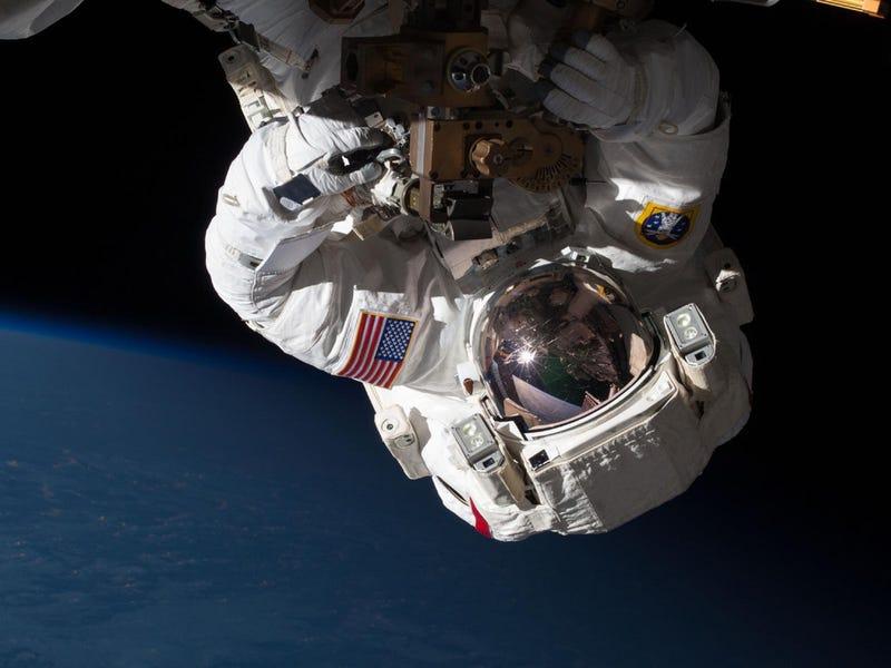 Illustration for article titled El aterrador relato del astronauta que casi se ahoga en el espacio