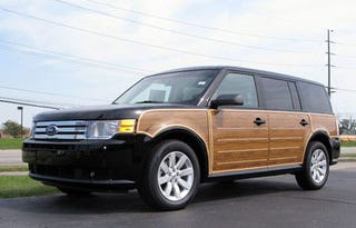Illustration for article titled Metro Detroit Dealer Sports Ford Flex Woody