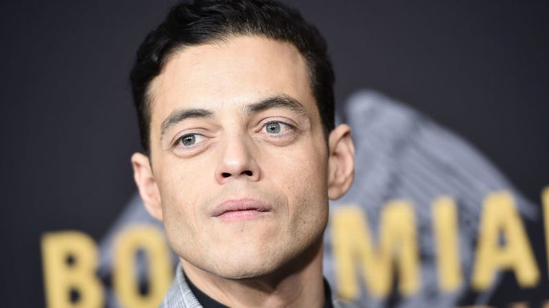 Illustration for article titled Rami Malek Might Never Say Hi to Your Precious Friends, But Says He's Still Down for Photos