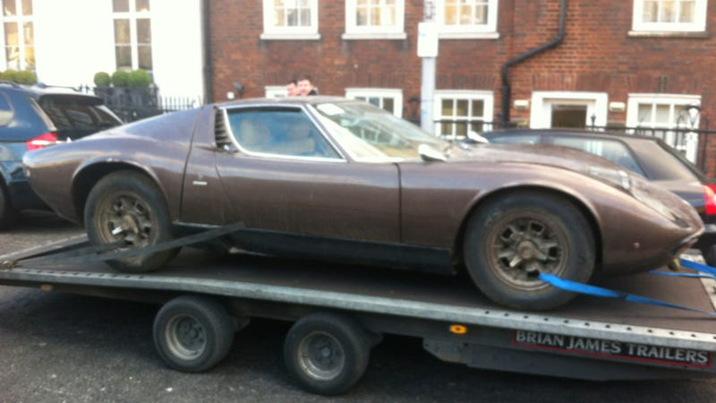 Illustration for article titled Seeing A Lamborghini Miura In This Sad Condition Is Heartrending