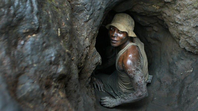 A man working in a Shinkolobwe cobalt mine in 2004. (Image: AP Photo/Schalk van Zuydam)