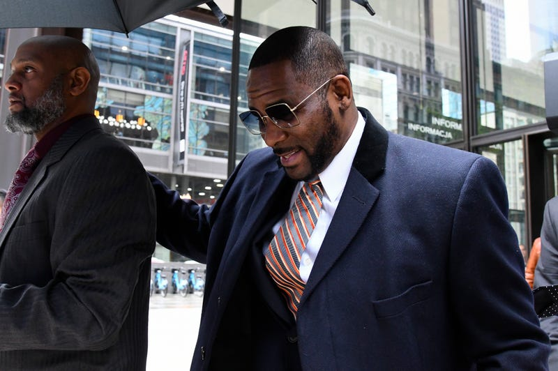 R Kelly Hands Ex $62,000 Check in Court