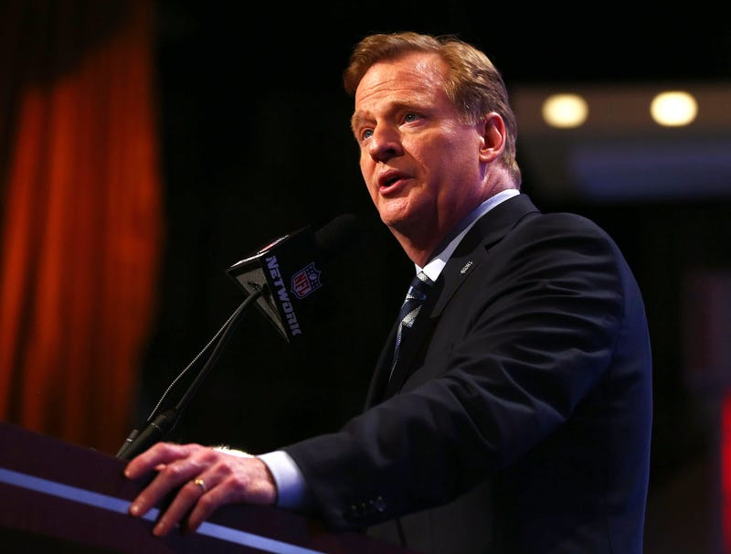 Illustration for article titled Roger Goodell Asks Fans To Hold Applause Until All Draft Picks Have Been Selected