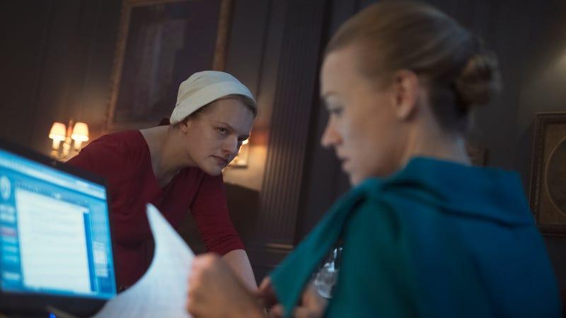 Elisabeth Moss, Yvonne Strahovski