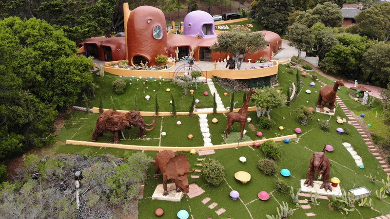 Illustration for article titled A Wealthy San Francisco Suburb Has Sued a Woman Over Her Adorable Flintstones-Inspired Home