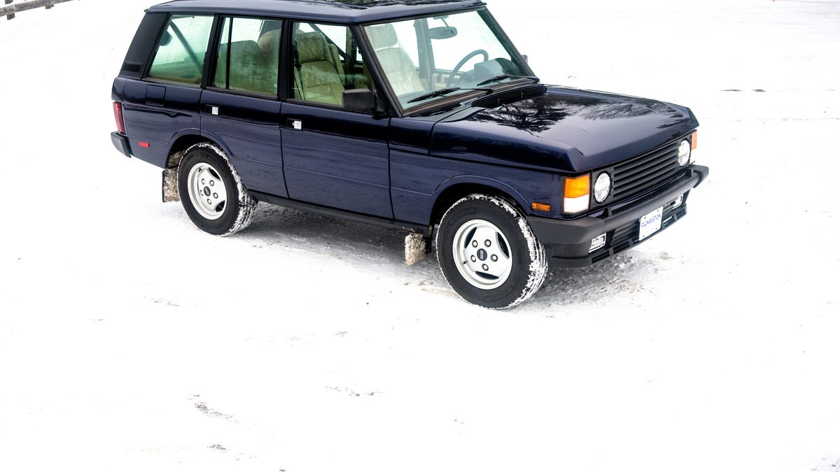 This Tiny Vermont Shop Is The Singer Of Classic Range Rovers