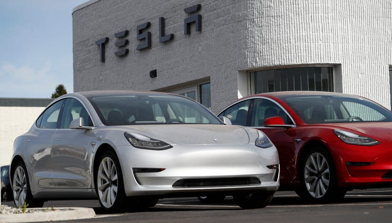 Illustration for article titled Tesla Will Finally Start Making The $35,000 Model 3 In Early 2019, According To Elon Musk