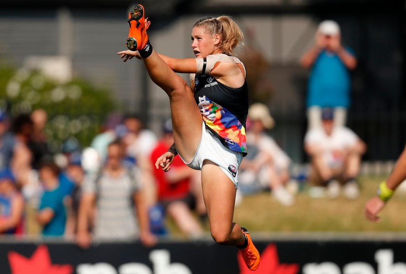 Illustration for article titled Australian Rules Footballer Receives Nasty Comments, Then Support, Over Photo Of Her Kicking