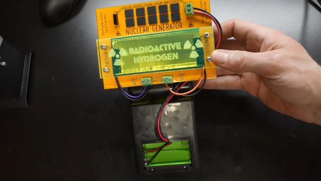 This Tetris-Playing Game Boy Knockoff Runs on a Tiny Nuclear Generator