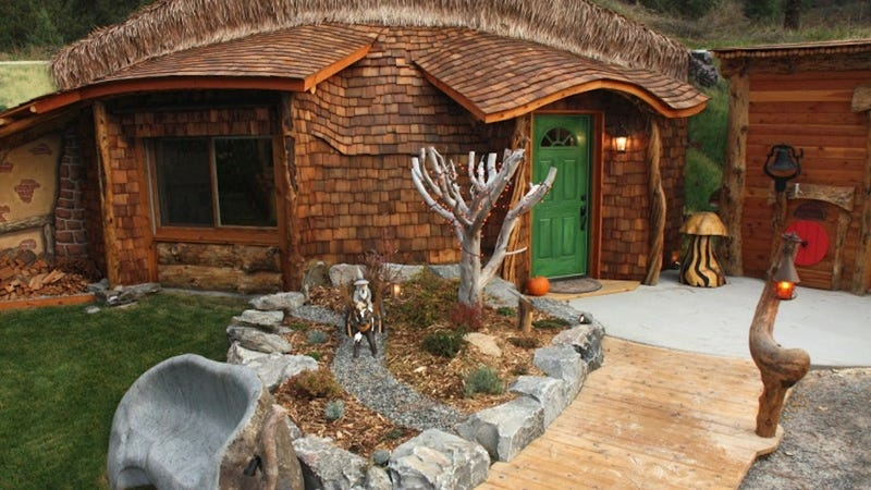 Hobbit Style Homes real-life houses that look like they belong in the shire