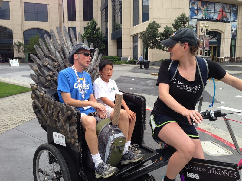 Illustration for article titled Iron Throne rickshaw rides