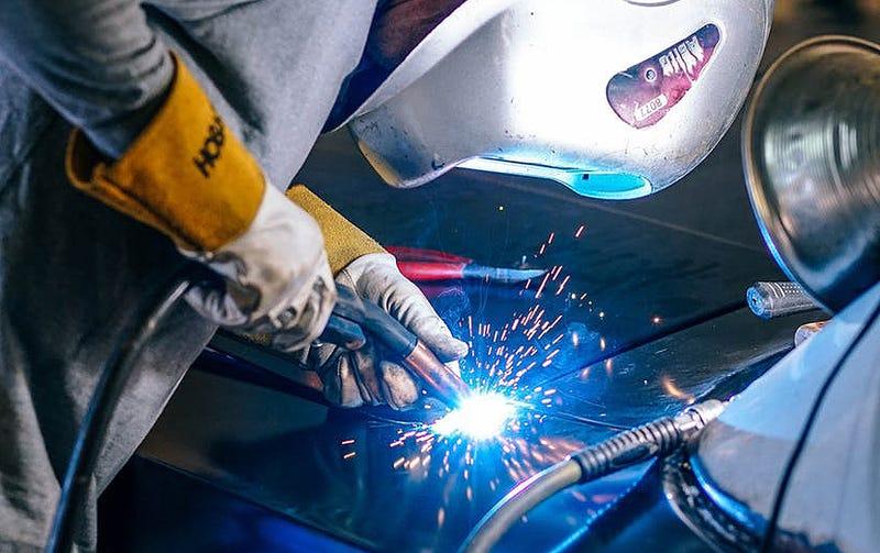 Illustration for article titled Descubren una técnica para soldar metal y cristal que puede revolucionar nuestros procesos de fabricación
