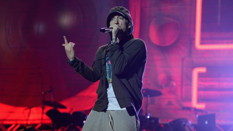 Eminem tells his Trump-loving fans to fuck off in a ferocious freestyle at the BET Hip-Hop Awards