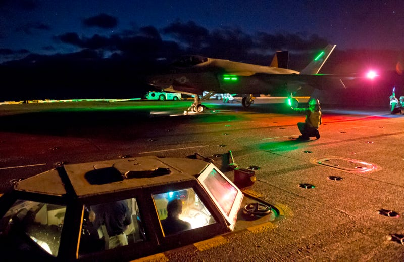 Illustration for article titled Watch The F-35C Operate From An Aircraft Carrier In The Dark Of Night