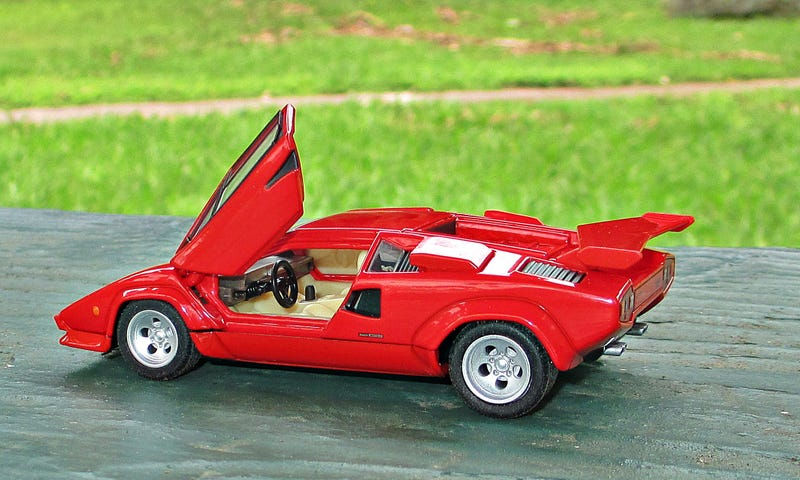 Illustration for article titled Tomica Premium Goes 1/43: Lamborghini Countach LP500S