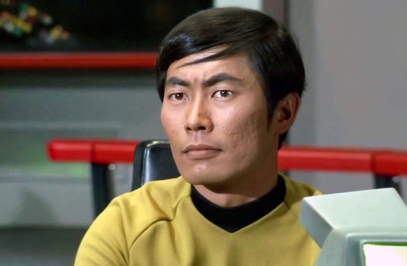 Illustration for article titled El actor original que interpretaba a Sulu en Star Trek trató de impedir que fuera gay