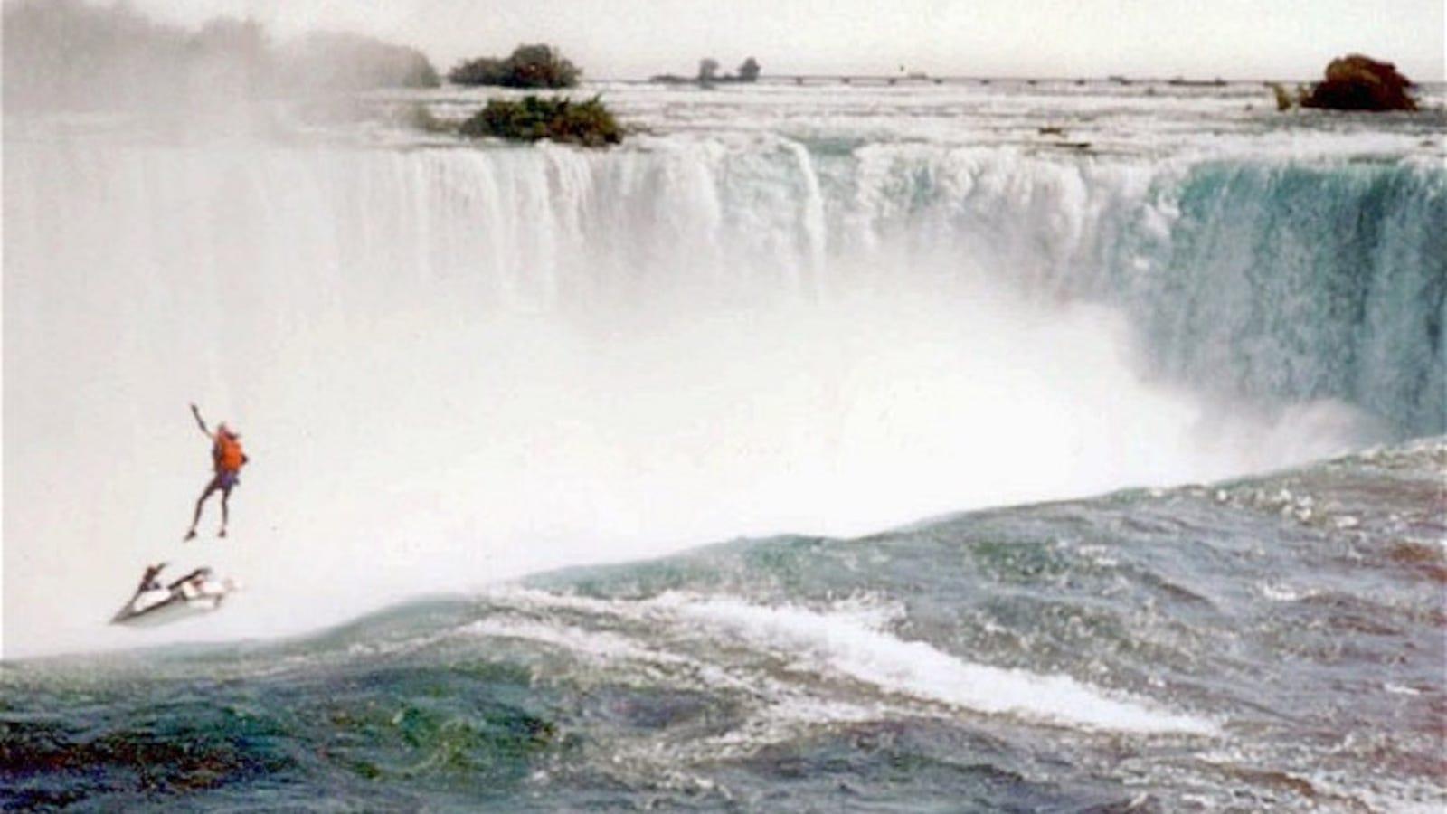 Esta es la última foto de Robert Overacker, el hombre que trató de sobrevivir al salto desde las cataratas del Niágara en moto de agua
