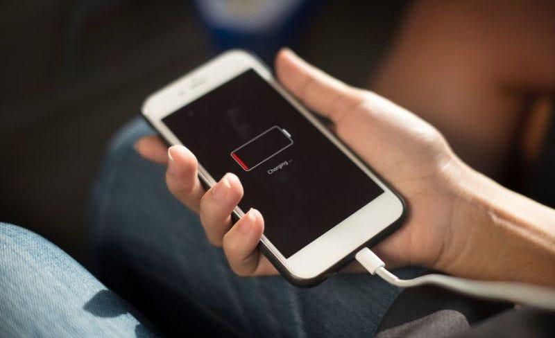 Illustration for article titled La absurda razón por la que iOS 11 se come tu batería mucho más rápido (y cómo evitarlo)