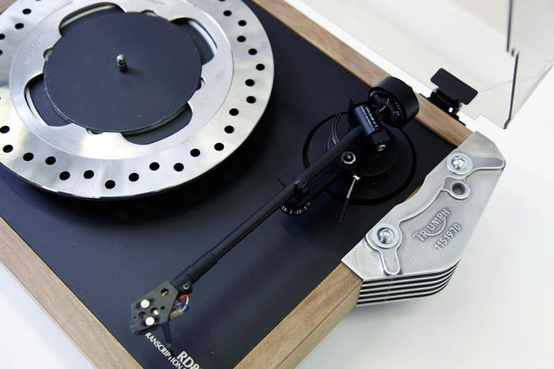 Illustration for article titled Amazingly, This Turntable Was Built From Motorcycle Parts
