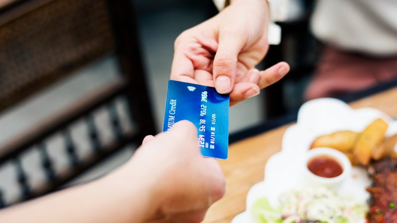 Illustration for article titled Your cash is no good here: Card-only restaurants create both convenience and obstacles