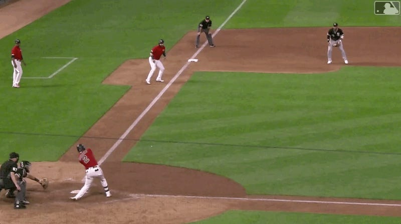 Twins' Luis Arraez Embarrasses White Sox Infielder With Magic Baseball Physics